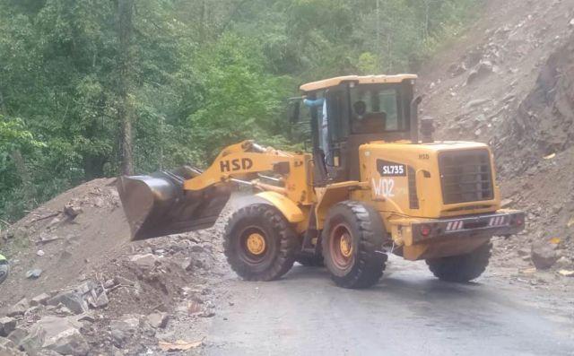 1 Jam Longsor Tutup Jalur Lumajang Selatan Piket Nol KM 57