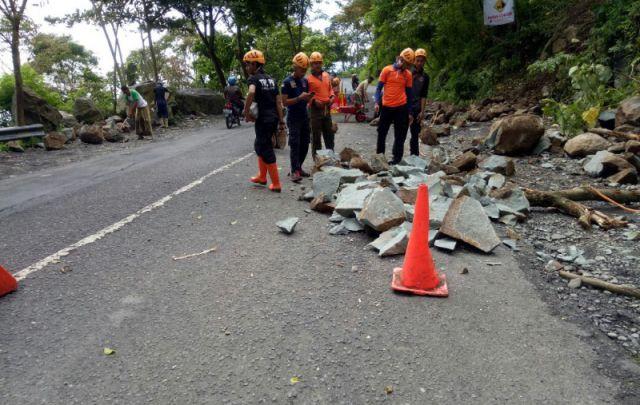 Hujan Deras, Jalur Piket Nol Kembali Longsor di Atas Gladak Perak