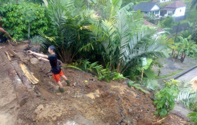 3 Rumah di Desa Tamanayu dan Kaliuling Tertimpa Longsor