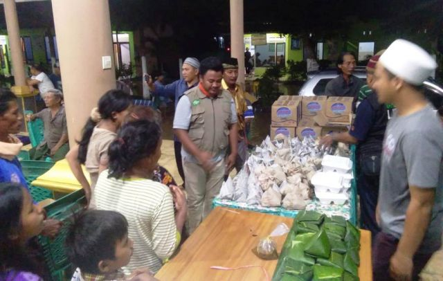LPBI NU Lumajang Salurkan Bantuan Pada Korban Banjir Rowokangkung