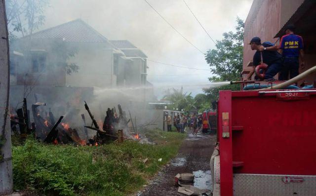 Gudang Meubel Jalan Brigjen Katamso Lumajang Hangus Terbakar