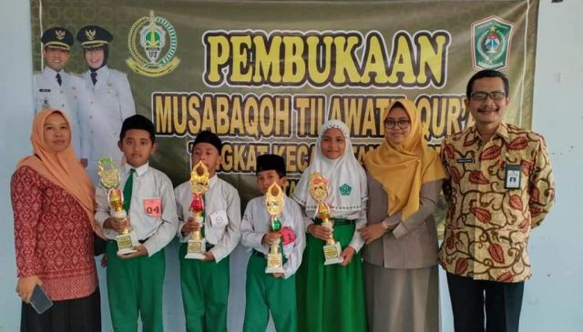 4 Pelajar MI Nuris Sabet Trophy MTQ Kecamatan Tempeh