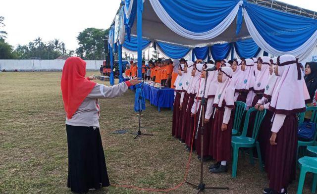 Paduan Suara MI Nurul Islam Tempeh di Pembukaan PORSENI se-Lumajang