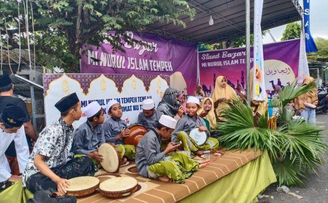 Tema Kampung Arab, MI Nuris Tempeh Gelar Bazar GERAMM Kemenag Jatim