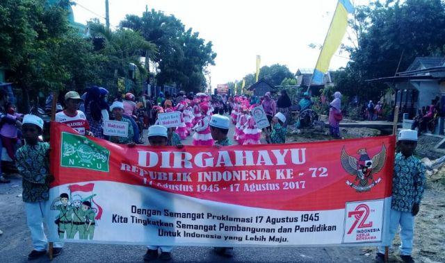 Meriah, Marching Band TK/MI Mintahul Ulum Tampil di karnaval Desa Selokgondang