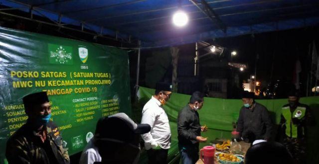 Cak Thoriq Sambangi Posko Tanggap Covid 19 MWC NU Pronojiwo Lumajang