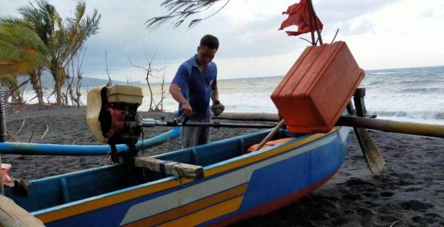 Nelayan TPI Tempursari Lumajang Tak Lagi Melaut Akibat Ombak Besar