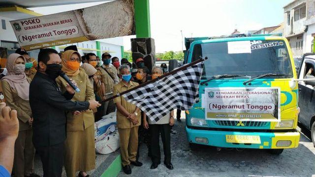 Pemkab Lumajang dan Relawan Salurkan 47 Ton Beras Ngeramut Tonggo