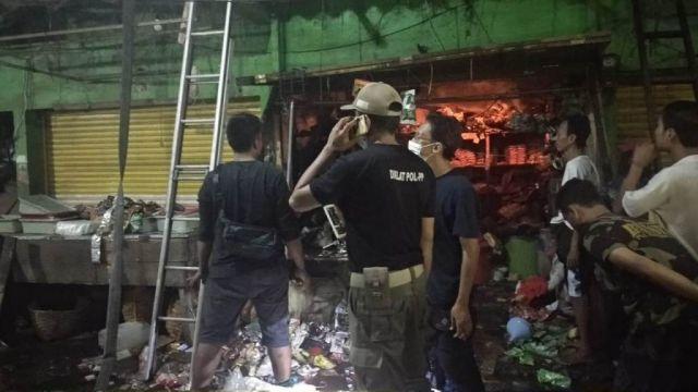 Tengah Malam Pasar Baru Lumajang Nyaris Ludes Dilalap Si Jago Merah