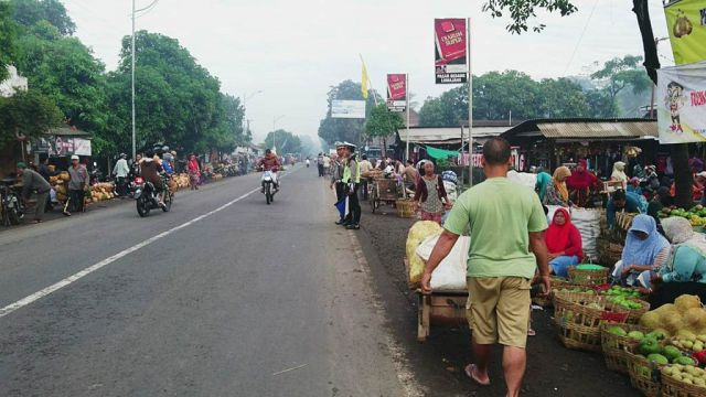 Satlantas Polres Lumajang Amankan Pasar Tumpah Ranuyoso