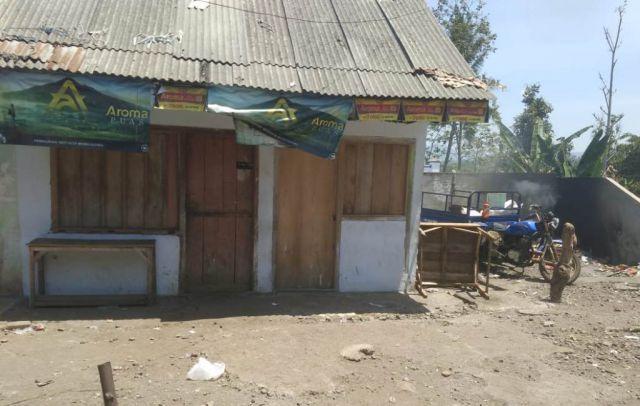Pemilik Warung Pasar Senduro Keluhkan Bau Busuk Tempat Sampah