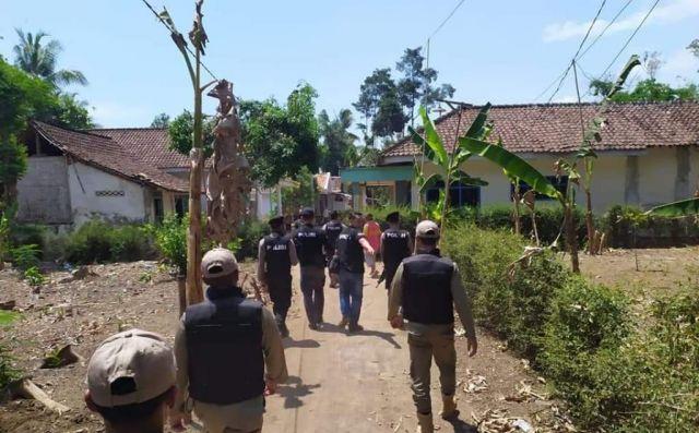 2 Tim Cobra Polres dan Satpol PP Patroli Antisipasi Maling Sapi