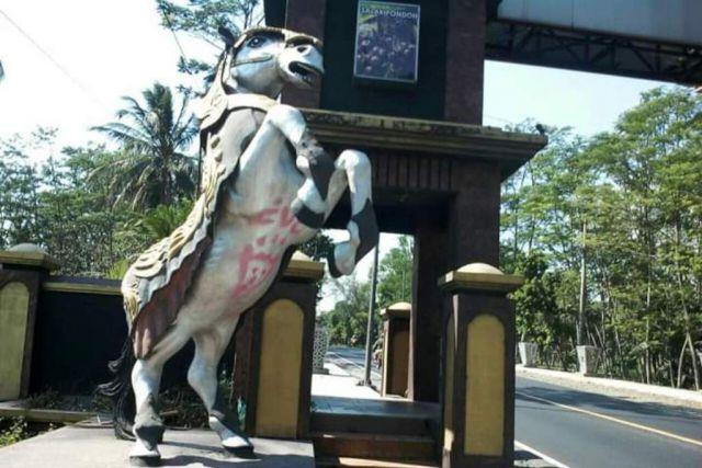 Patung Jharan Kencak di Ranuyoso di Corat Coret Tangan Jahil
