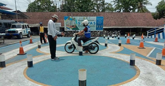 Satlantas Polres Lumajang Berikan Coaching Clinic Pembuatan SIM