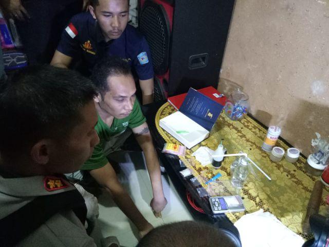 Penggerebekan Rumah Diduga Pesta Narkoba di Selokgondang