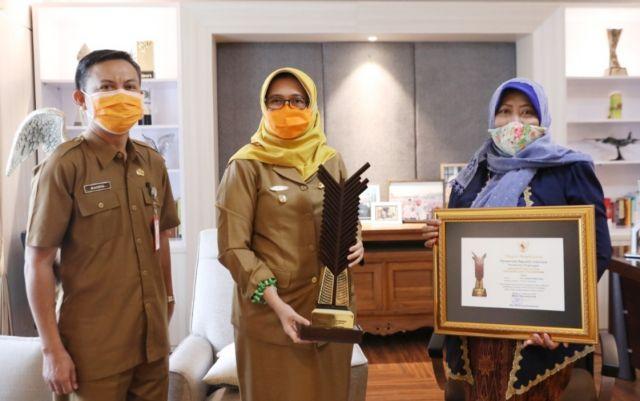 Siti Sahiria Lumajang Sabet Penghargaan Upakarti 2020