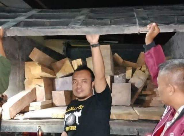 Angkut Pakai Truck Pasir, Maling Kayu Jati Diringkus
