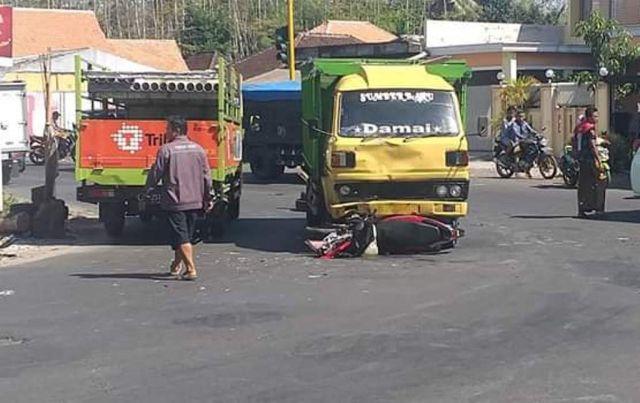 Terobos Bang-Jo Warga Randuagung Diseruduk Truck di Pertigaan Wonorejo