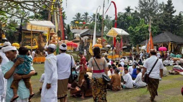 Ribuan Umat Hindu Hadiri Piodalan Pura Mandara Giri Semeru Agung