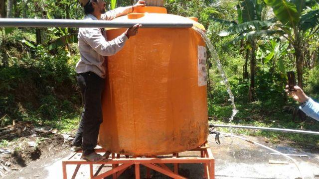 Atasi Kris Air Bersih, Warga Jenggrong Salurkan Pipa dari Desa Sombo