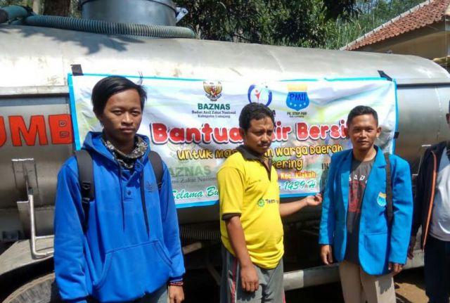 Bulan Ramadhan, PMII dan BASNAZ Lumajang Salurkan Air Bersih