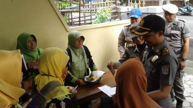 Duh..! Satpol PP Lumajang Pergoki PNS Nakal Makan dan Ngopi Saat Jam Kerja