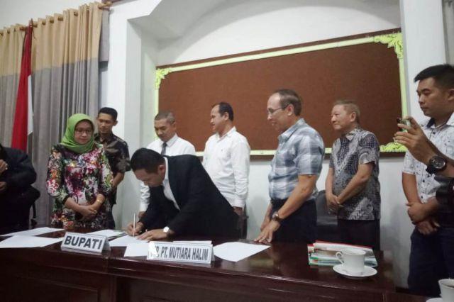 Sukarela, PT MH Serahkan Pengelolaan Jasa Timbang Pasir ke Pemkab Lumajang