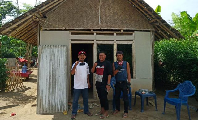 Grup Facebook TA-AL Jatim Gelar Bedah Rumah di Pulo Lumajang