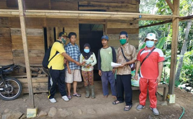 Pundungsari Lumajang Salurkan BLT Dana Desa Door To Door