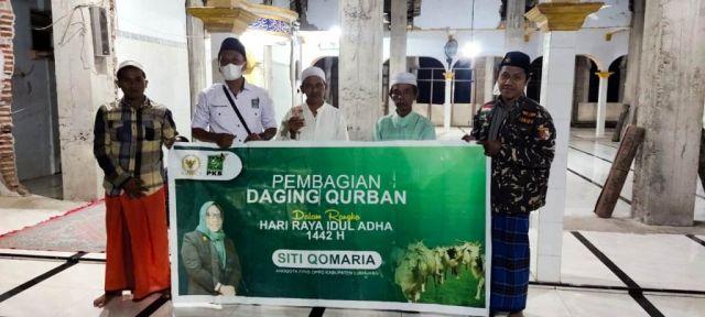 Siti Qomaria DPRD PKB Lumajang Salurkan Hewan Qurban Senilai 50 Juta