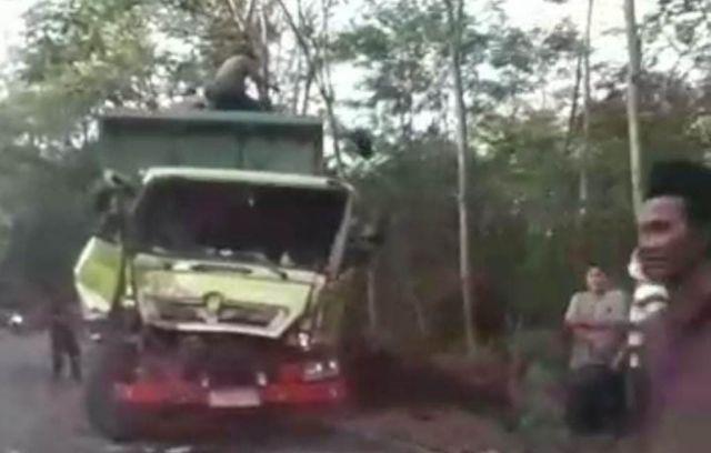 Tiga Kendaraan Terlibat Kecelakaan Beruntun di Ranuyoso Lumajang