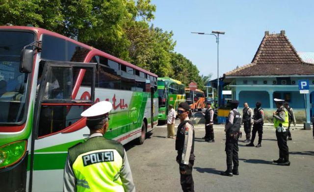 Polres Lumajang Razia Massa Aksi People Power di Terminal Minak Koncar