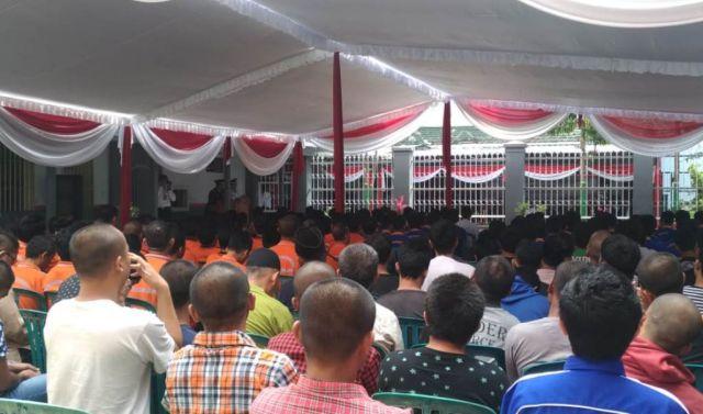 Bupati As'at Malik Serahkan SK Remisi Bagi Napi di Lumajang