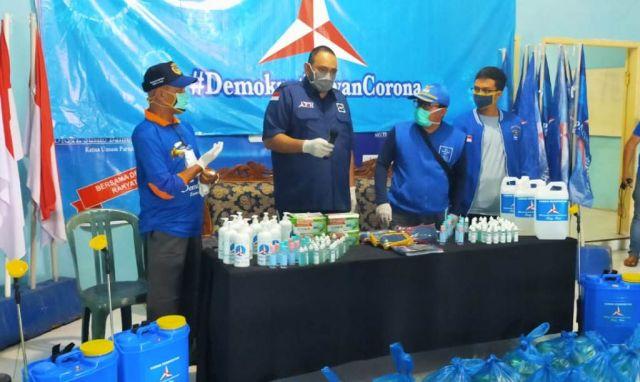 Bang Reno Bersama Demokrat Lumajang Bagikan Masker dan Hand Sanitizer