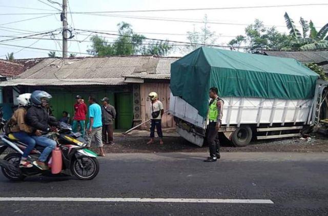 Dua Truck Jember dan Kediri Kecelakaan di Jalur Rojopolo Lumajang