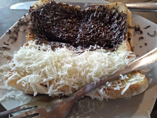 Enaknya Roti Bakar Premium dengan Pastry Puff Tekstur Crispy, Yuk Diicip
