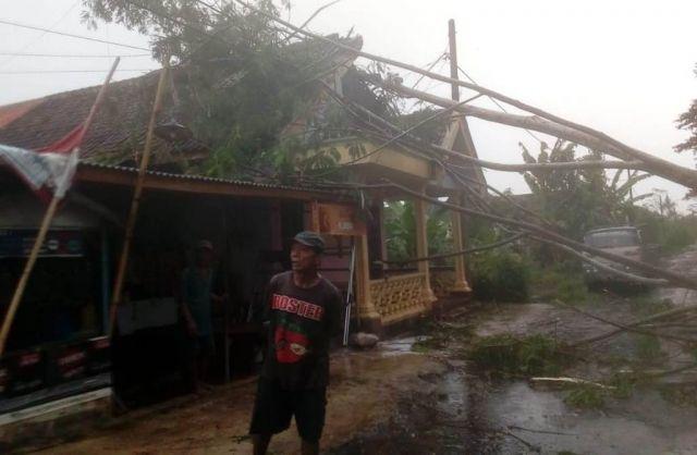 3 Desa di Rowokangkung Lumajang Diterjang Hujan dan Angin Kencang