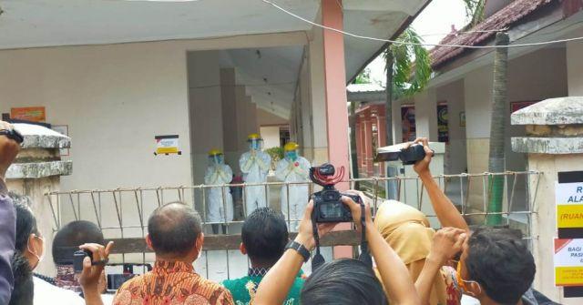 Cak Thoriq dan Bunda Indah Beri Semangat Paramedis RSUD Lumajang