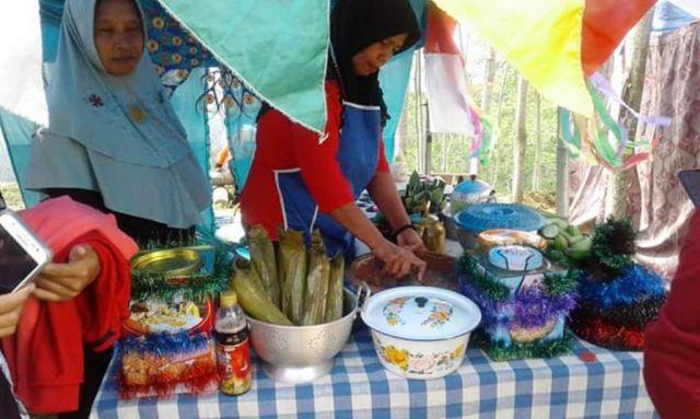 Lezat..! Festival Rujak Otek Gunung Wayang Diburu Pengunjung