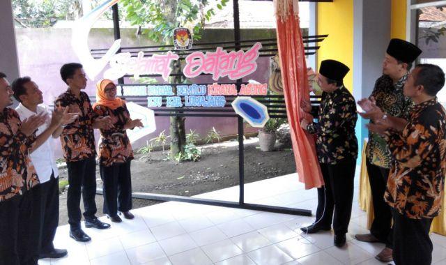 Bupati As'at Resmikan Rumah Pintar Pemilu Kirana Agung KPU Lumajang
