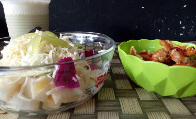 Salad Buah Khas Kafe Jus Tropis Digemari Anak Muda Lumajang