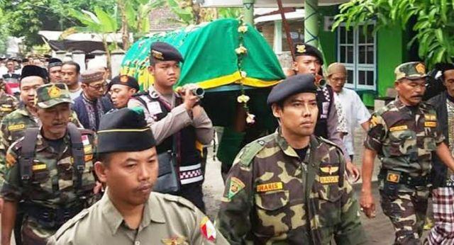 Banser Antarkan Ketua PC NU Lumajang Samsul Huda ke Peristirahatan Terakhir