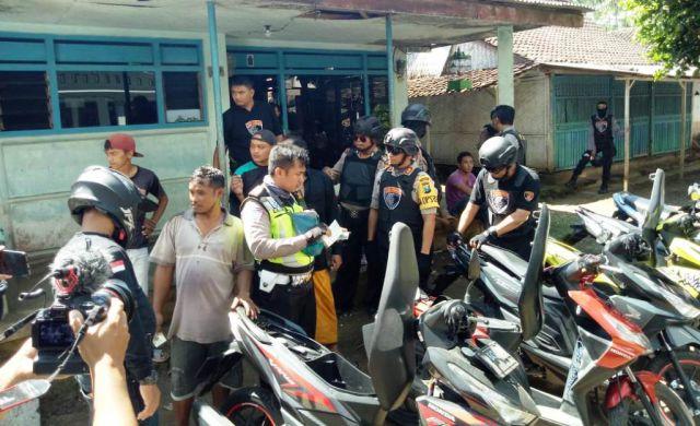 Cari Sepeda Bodong, Tim Cobra Obrak Abrik Desa Sawaran Lor Lumajang