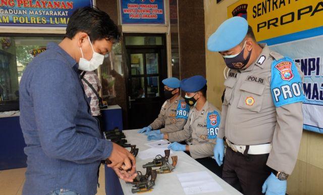 Kompol Hendry Cek Kondisi Senjata Api Anggota Polres Lumajang