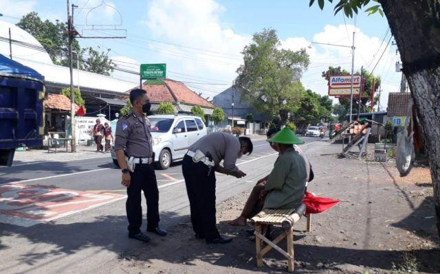 Pejalan Kaki Meninggal Ditabrak Pemotor Sidoarjo di Tukum Lumajang