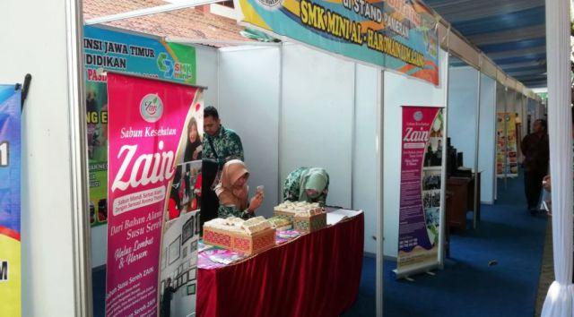 Ikuti LKS se-Jatim, SMK Al-Haromain Tampilkan Sabun Herbal Susu Etawa
