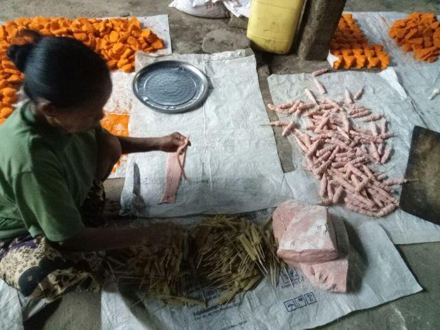 Melihat Home Industri Pembuatan Sosis di Kedungjajang