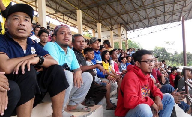 Bergairah, Ribuan Penonton Penuhi Stadion Saat Laga Semeru FC vs Madura FC