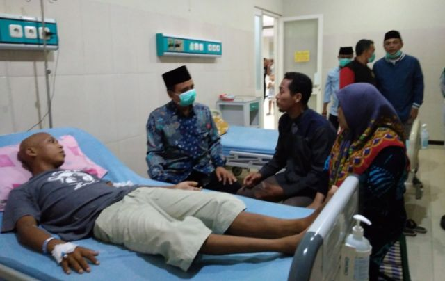 Bupati As'at Jenguk Sutikno, TKI Illegal yang Dibuang di Malaysia