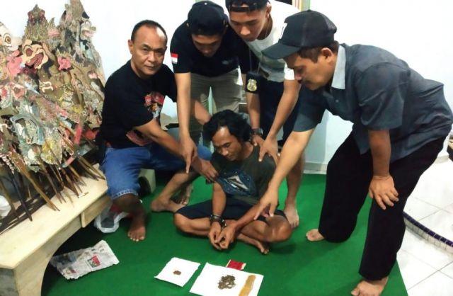 Simpan Daun Rasta Pemuda Tambahrejo Diciduk Polisi